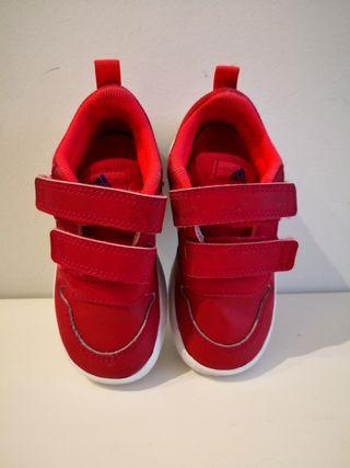 Zapatillas deportivas niño-niña. Talla 23