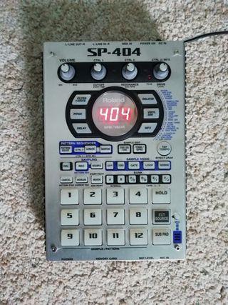 Roland SP 404, cargador y embalaje original,manual