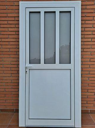 Marco y puerta de aluminio