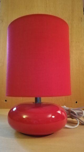 lámpara sobre mesa diseño