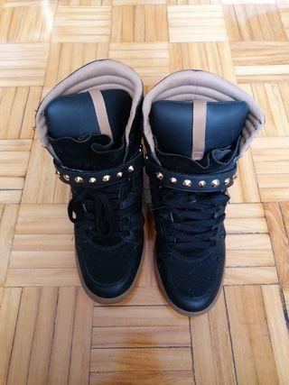 zapatillas cuña negra