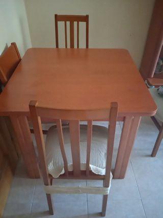mesa comedor más cuatro sillas