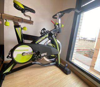 Bicicleta estática + funda sillin sin utilizar