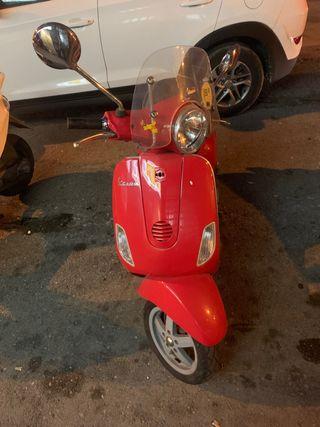Vespa Roja LX50