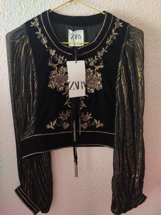 Chaqueta de terciopelo bordada de Zara