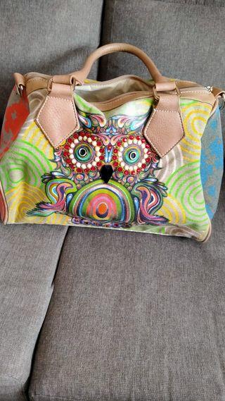 bolso de colorines y piedrecitas