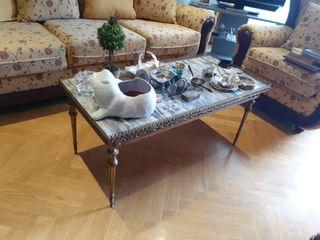 mesa de centro antigua en mármol y madera