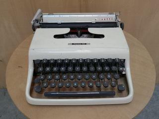 Máquina antigua de escribir.