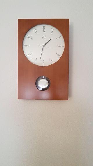 Reloj de pared moderno cerezo