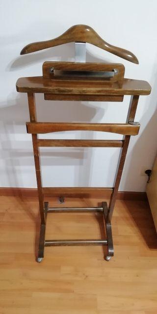 Antiguo galan de madera