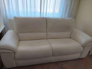 dos sofas en piel color blanco