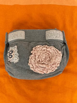 gDiapers M gris con flores + 3 cunas