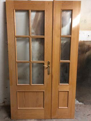 Puerta con vidriera de salón