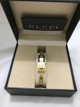Reloj de pulsera Gucci bañado en oro