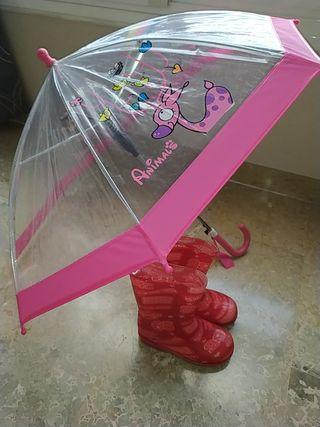 Lote de paraguas y botas para la lluvia.