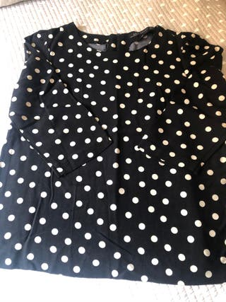Blusa negra con topos crudo