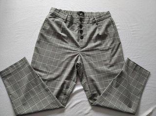 Pantalón a cuadros gris