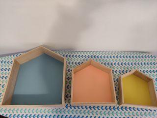 tres estantes casitas