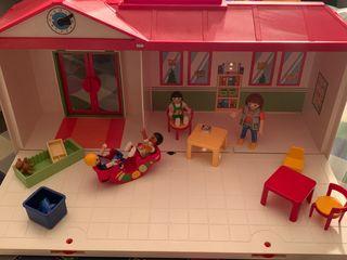 Guarderia maletin playmobil