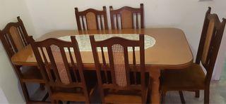 Se vende mesa con 6 sillas en perfecto estado!
