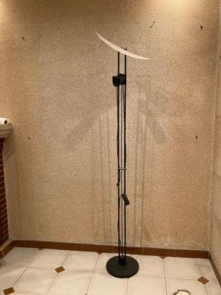 Lámpara de pie diseño Marset con difusor
