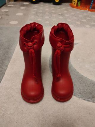 botas marca Igor rojas talla 23