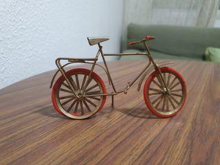 Bicicleta en miniatura