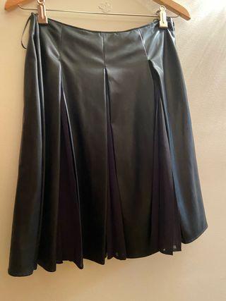 Falda negra semi piel muy original