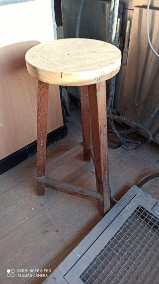 taburete antiguo madera