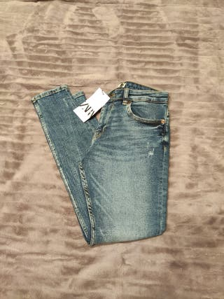 Jeans ZARA premium skinny azul oscuro.