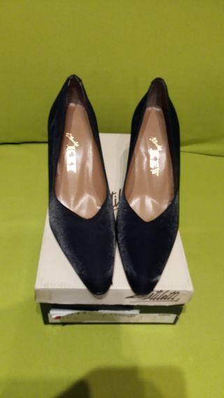 Zapatos vestir negros señora.