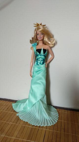 Barbie collector new York. estatua de la libertad