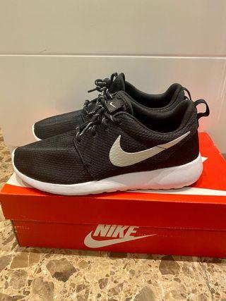 Zapatillas Nike Roshe One negras mujer