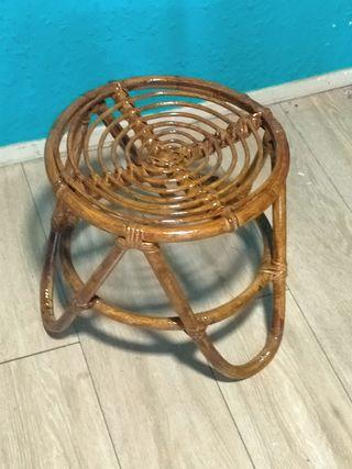 taburete bajo de bambu