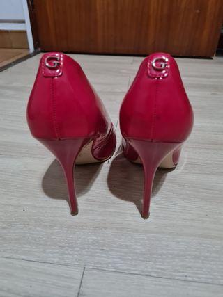 zapatos salón charol Guess