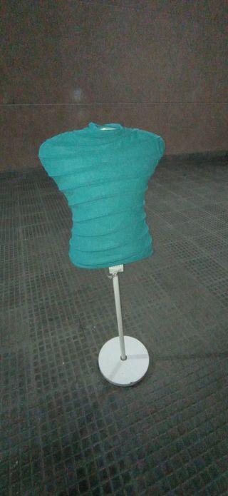 Maniquí de forja turquesa
