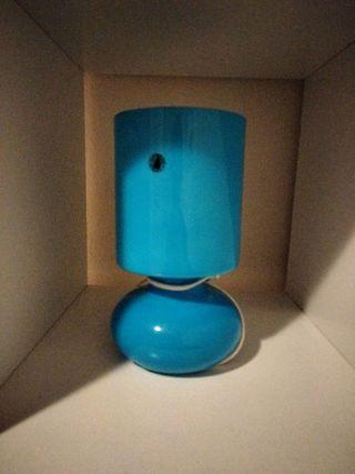 lámpara con bombilla