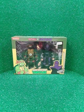 Teenage Mutant Ninja Turtle Raphael vs Foot Soldie