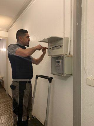 Electricista lampista chispas a domicilio
