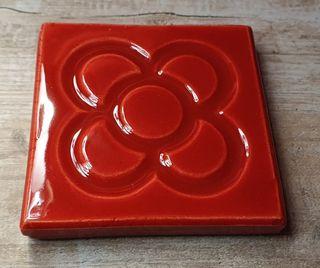 Baldosa cerámica del panot de la Flor de Barcelona
