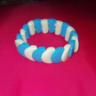 Pulsera azul y blanca