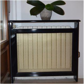 Cubre radiador de madera lacado en negro