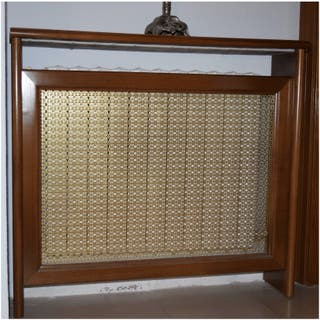 Cubre radiador de madera lacado en marrón