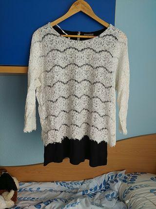 Camiseta encaje blanca y fondo negro. talla XL