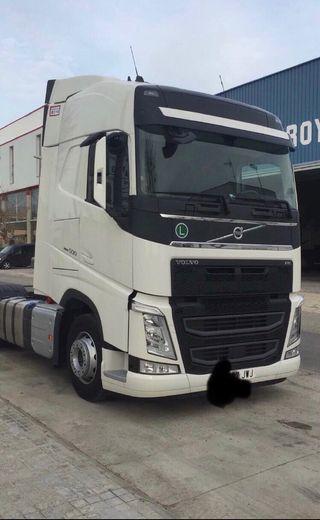 Volvo + semi remolque