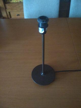 Pie de lámpara para pantalla