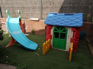 Caseta y tubogan jardín