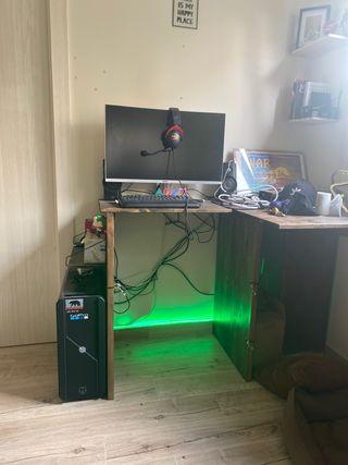 Ordenador gaming con pantalla curva 144hz.