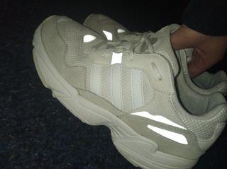 Zapatillas Adidas Gris/Blanco.