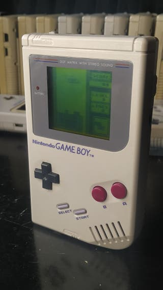 Gameboy clásica restaurada y juego Tetris